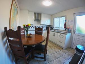 A kitchen or kitchenette at Bella Vista Hotel & Self Catering Suites
