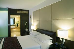 ラディソン ブル ホテル プネー カラディにあるベッド