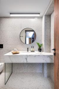 A bathroom at Hotel Tim's