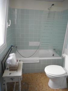 Un baño de Hotel del Mar