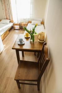 Zona de comedor en la habitación en casa particular