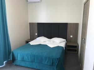 A bed or beds in a room at Гостевой дом AQUA
