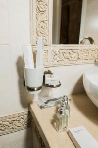 A bathroom at Villa-Otel' Provans