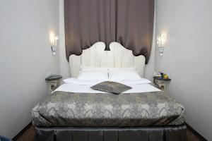 Кровать или кровати в номере Zhukov Inn