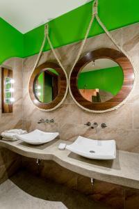 A bathroom at Suites La Hacienda