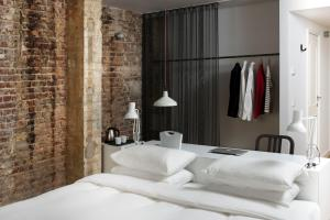 A bed or beds in a room at 9Hotel Central