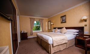 A bed or beds in a room at Westlands of Pitlochry
