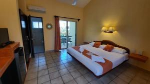 Ein Bett oder Betten in einem Zimmer der Unterkunft Hotel LunaSol