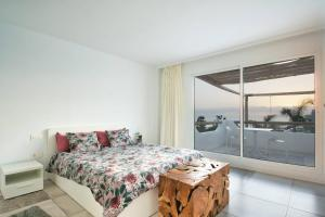 A bed or beds in a room at VILLA8