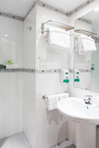 A bathroom at Hotel Monte Ulia