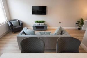 A seating area at 1 Bedroom Apartment Billerciay - Hosted by Space Apartments