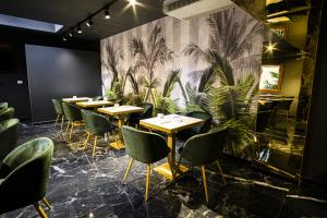 A restaurant or other place to eat at Hotel Urbani