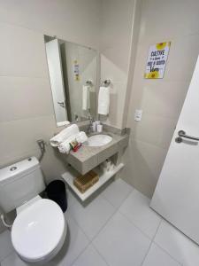 A bathroom at O paraíso é aqui - Golden Lake
