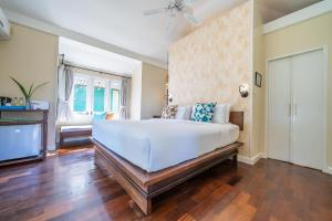 A bed or beds in a room at Sai Kaew Beach Resort