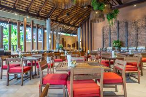 A restaurant or other place to eat at Ao Prao Resort