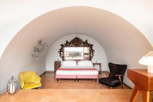 A seating area at Marina Piccola 73