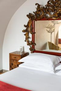 A bed or beds in a room at Marina Piccola 73