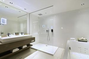 Een badkamer bij Hotel Charleroi Airport - Van Der Valk