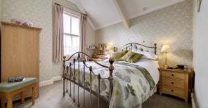 A bed or beds in a room at The Edwardene