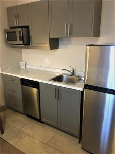 A kitchen or kitchenette at Guest House on the Mount