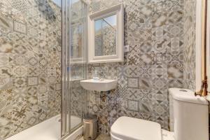 Een badkamer bij Factory Suites Barcelona