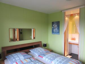 Ein Bett oder Betten in einem Zimmer der Unterkunft Ferienhaus Osterfeld