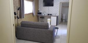 A seating area at Gold Coast Airport Motel - Closest Privately Owned Accommodation to the GC Airport