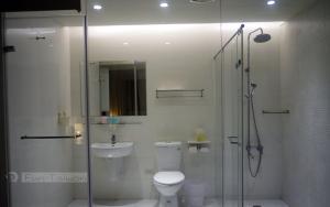 A bathroom at Lan Ying Home