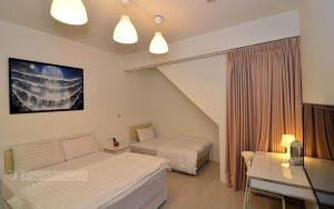 A bed or beds in a room at Lan Ying Home