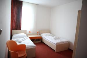 A bed or beds in a room at Hotel and Park Divoká Voda