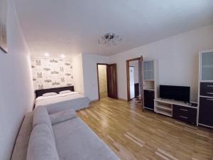 A seating area at Apartment Mazurova