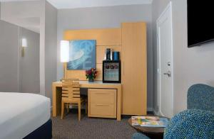 A bed or beds in a room at The Landon Bay Harbor-Miami Beach, Ascend Hotel Collection