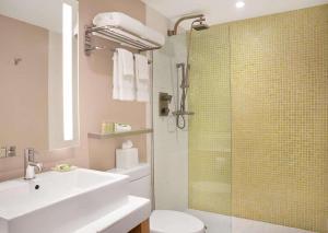 A bathroom at The Landon Bay Harbor-Miami Beach, Ascend Hotel Collection
