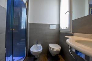 A bathroom at Hotel Aurora