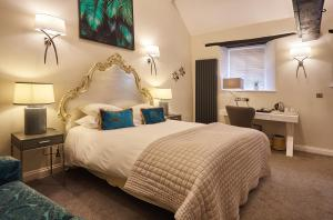 A bed or beds in a room at The Ormond At Tetbury