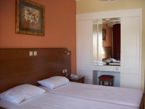 Un ou plusieurs lits dans un hébergement de l'établissement Thomas Bay Hotel