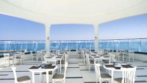 A restaurant or other place to eat at INFINITY BY YELKEN AQUAPARK&RESORTS KUŞADASI