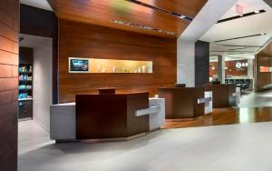 The lobby or reception area at Courtyard by Marriott Philadelphia South at The Navy Yard