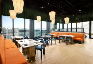 A restaurant or other place to eat at GRAVITY Seoul Pangyo, Autograph Collection