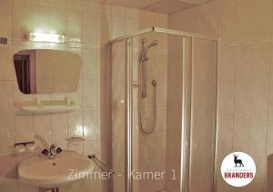 Een badkamer bij Gästehaus Branders