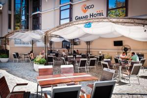 A restaurant or other place to eat at Vigo Grand Hotel