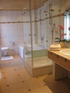Ein Badezimmer in der Unterkunft Hotel-Restaurant-Kolb