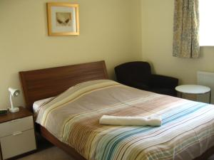 A bed or beds in a room at Orchard Properties