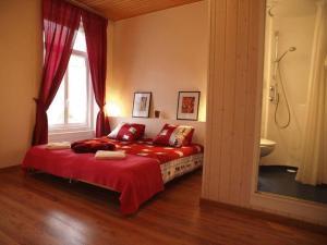 Een bed of bedden in een kamer bij Hôtel Garni Villa Carmen