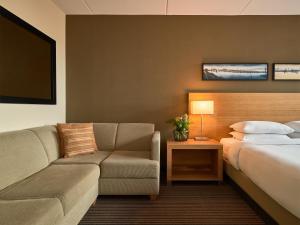 Een bed of bedden in een kamer bij Hyatt Place Amsterdam Airport