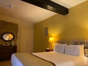 A bed or beds in a room at Brook Whipper-In Hotel