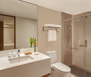 A bathroom at Pico Sands Hotel