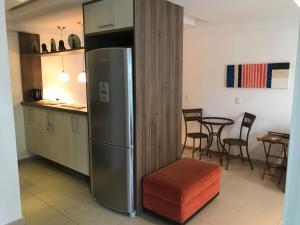 A kitchen or kitchenette at Apartamento Encantador, duas suítes vista mata