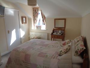A bed or beds in a room at Dromard Guest Accommodation