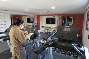 Фитнес-центр и/или тренажеры в George V Residence Casa Branca